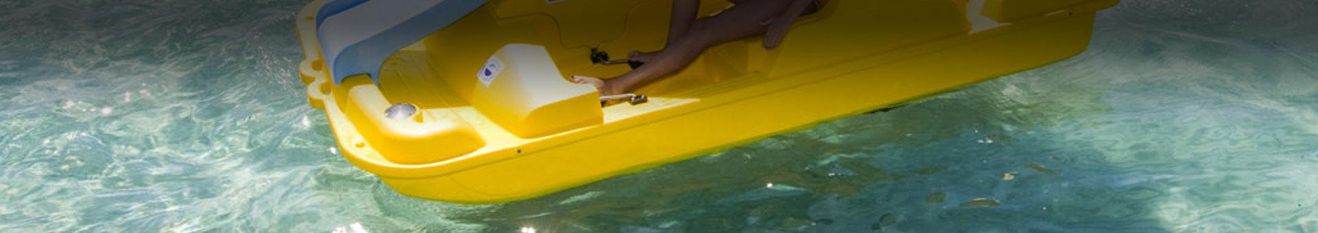pedalboatho pedalo in acqua mare